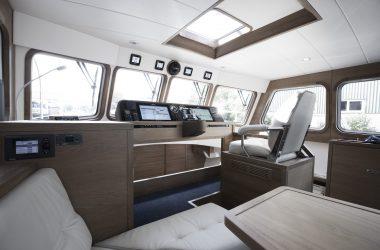 Control Room Korvet Series | Aluminium Motor Yachts Deep Water Yachts